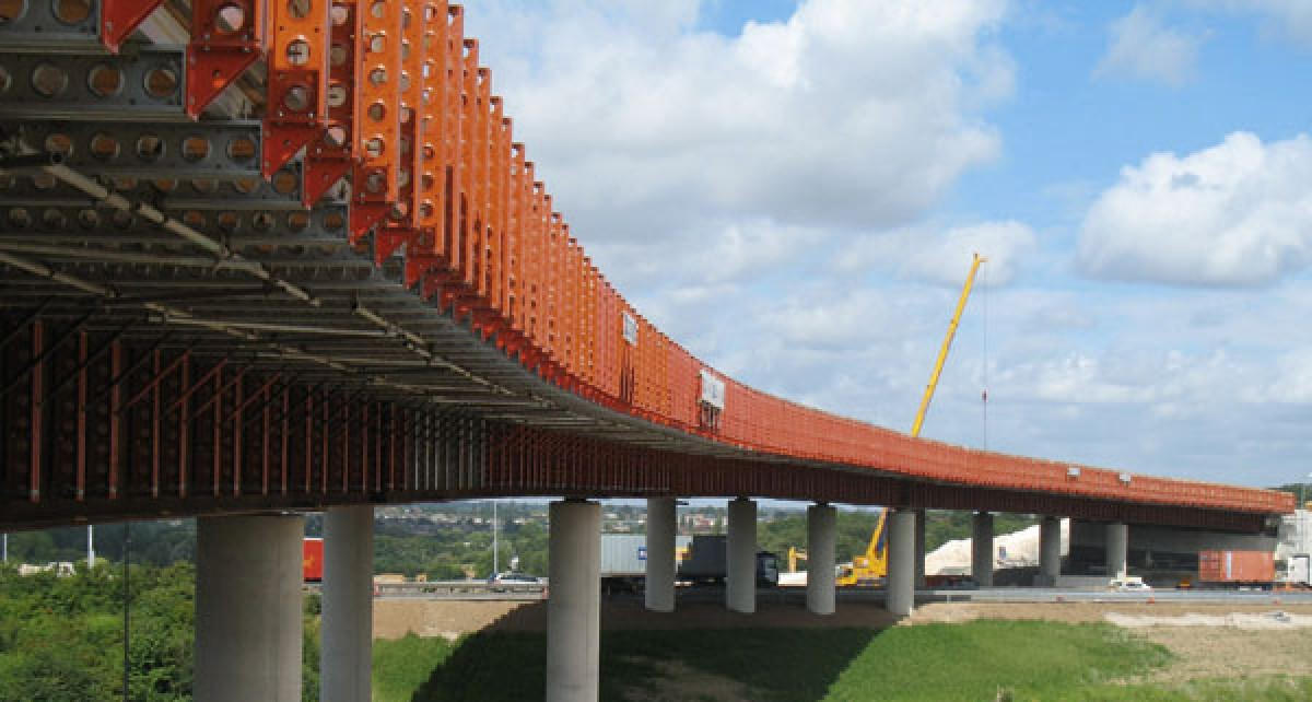 A2/A282 bridge construction and road widening for Costain